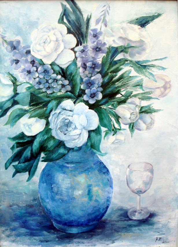 Buket i blå og hvide farve, i blå vase