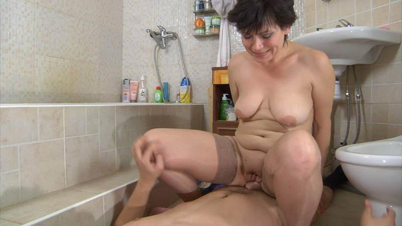 хайнке нашла мастурбация зрелых дам в ванной сейчас они практически