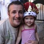 This photo provided by Alan Murphy shows him posing for a photo with his niece Sarah O'Sullivan on Dec. 20, 2007, in Florida. Erika Gunderson found Murphy's camera in a New York City taxi cab on New Year's Eve. Using clues from photos and video stored on the camera, Brian Ascher, Gunderson's fiance, was able to track down Murphy in Sydney, Australia and return his camera to him. (AP Photo/Alan Murphy)