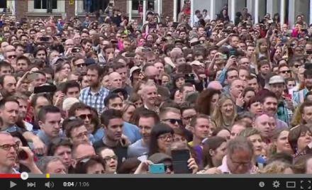 Irish crowd reacts