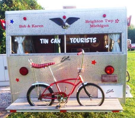 Stingray Bob's classic trailer and Schwinn Stingray
