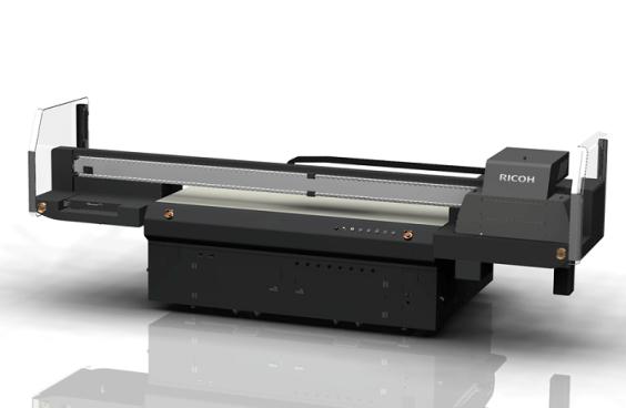 A impressora plana UV Ricoh Pro TF6250 oferece versatilidade e produtividade para os setores de rotulagem e decoração 1