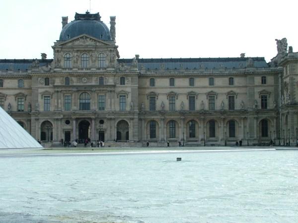 Pyramid Entrance Louvre Nen