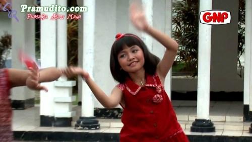 https://i0.wp.com/gallery.pramudito.com/Foto/Artis/Adelia_Artamevia/Adelia_Artamevia-Aku_Anak_Indonesia.jpg?resize=500%2C281