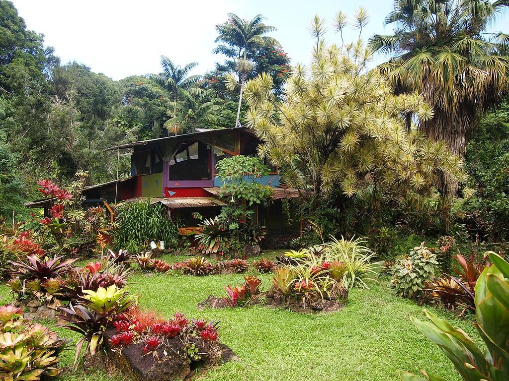 Maui off-grid house
