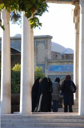 Women come to see Hafez