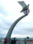 Monumen Merpati Perdamaian di Pantai Purus (6 Oktober 2016) koleksi foto Geni (1)