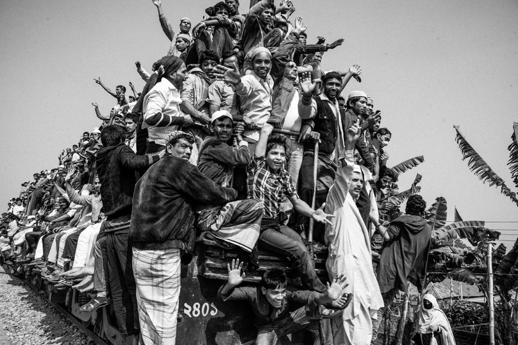 """devotees returning y a crowded train after attending final prayer at ijtema.Devotees attending on a final prayer (Akheri munajat) at"""" Ijtema"""" near Turag river in Tongi,Dhaka.The first phase of 49th Biswa Ijtema, one of the largest gatherings of Muslim"""