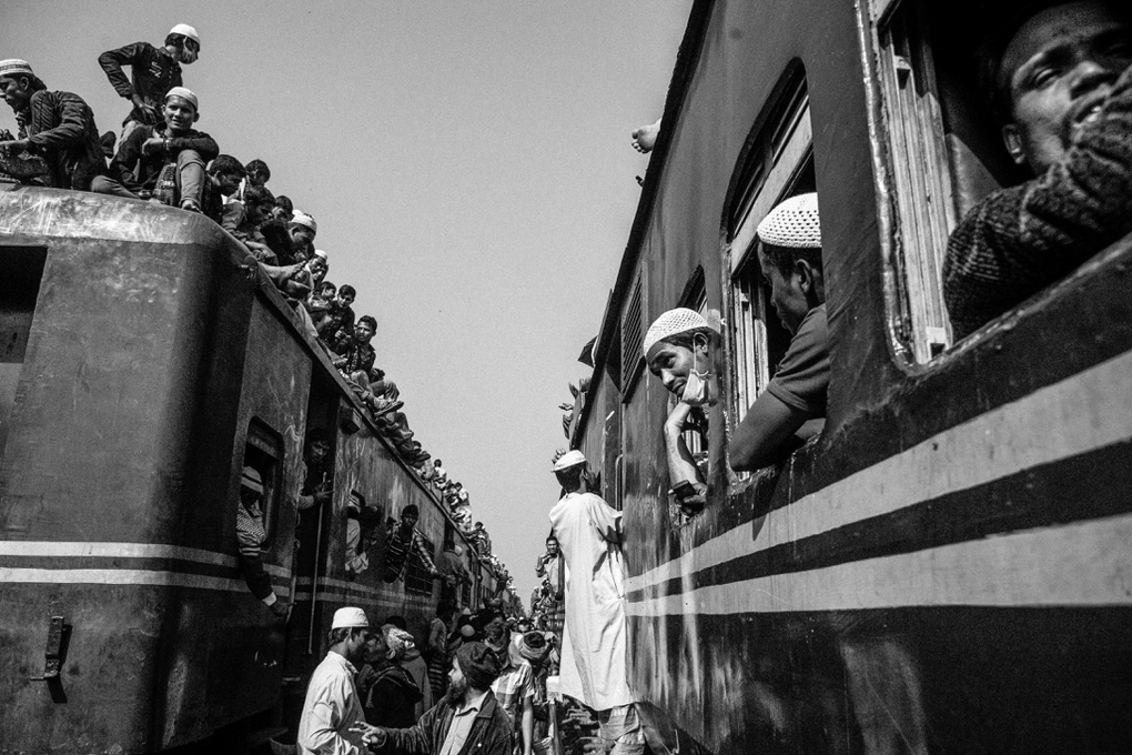 devotees returning y a crowded train after attending final prayer at ijtema.