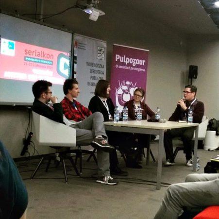 Panel z udziałem Artura, Karoliny i Lierre na Serialkonie