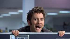 Dziesiąty Doktor z uśmiechem na ustach