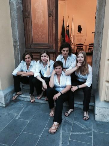 Vokalna skupina Gallina pred nastopom na državni proslavi ob dnevu državnosti