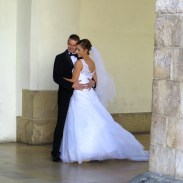 Picture-perfect bride and groom in Krakow.