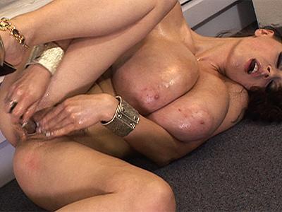 epic bikini cleavage
