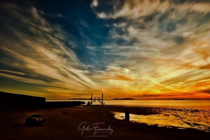 Atardecer sobre la costa del Río de la Plata en Uruguay