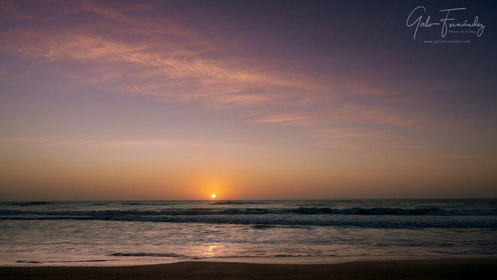 Amanecer a la orilla del mar en la Costa Atlántica, Cariló - PBA
