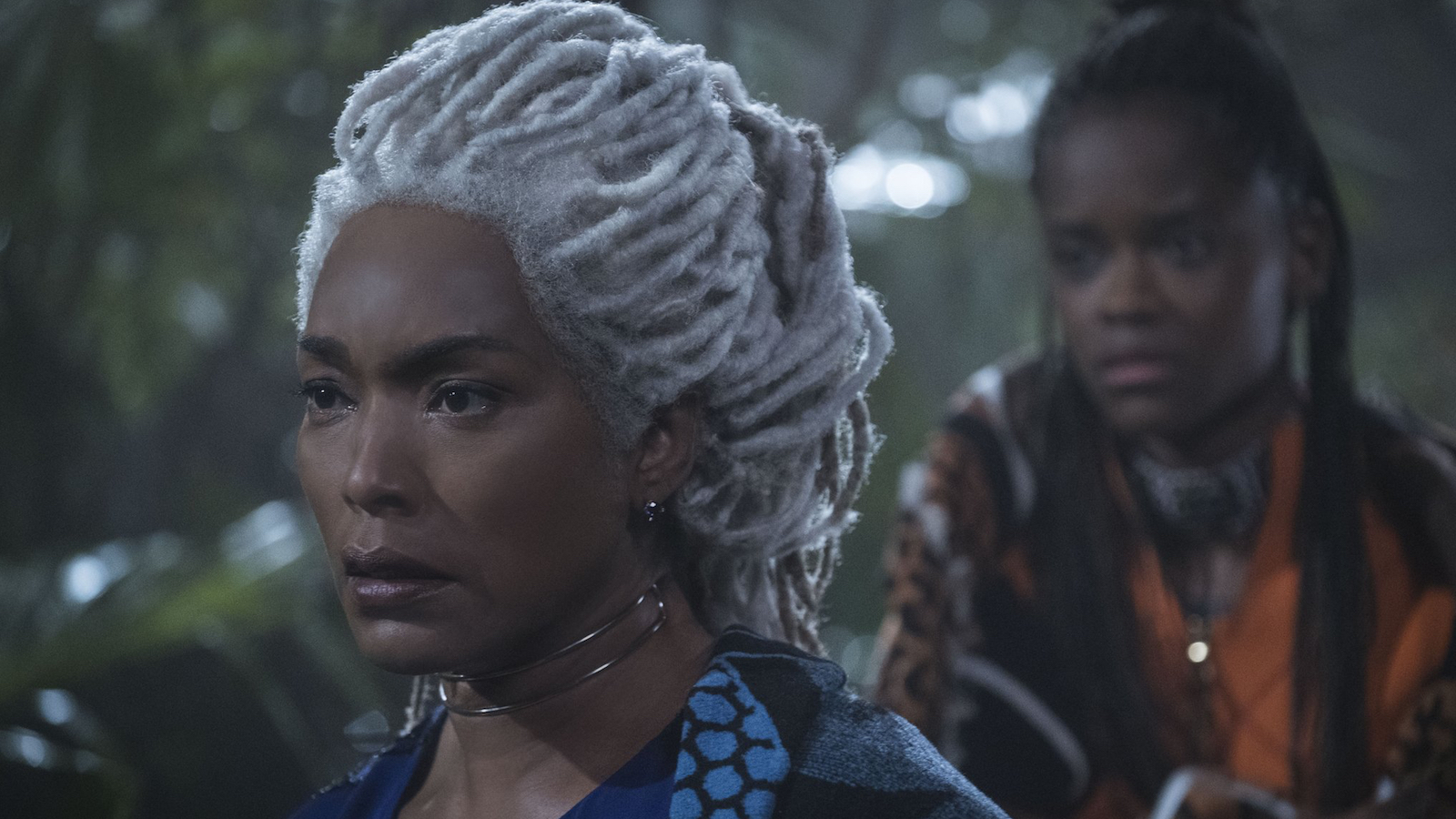 King Falls Am Wallpaper Angela Bassett S Black Panther Dreads Wig Took A Month To