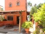 Guest Entrance Casa de Aves