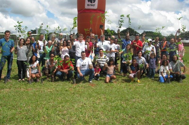 No dia mundial da água Ambev apresenta os resultados do projeto bacias e é feito plantio de árvores