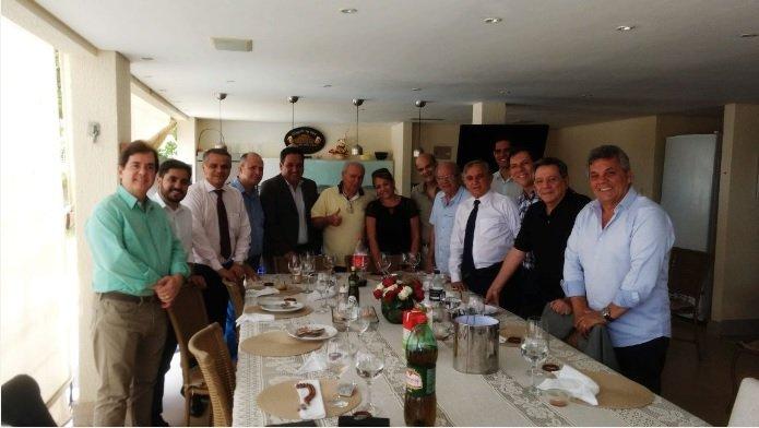 Almoço reúne 13 partidos de oposição a Rollemberg na casa de Izalci