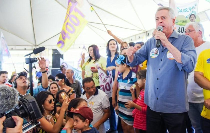 Eleições 2018: Em campanha, Rollemberg foca na área habitacional