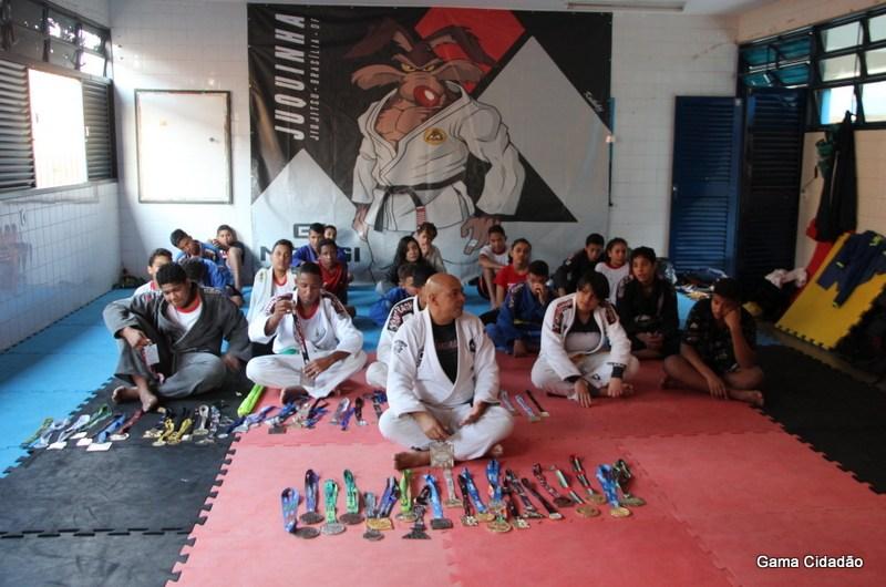 Sem apoio governamental, projeto social do CEF 15 traz duas medalhas do mundial de Jiu-Jitsu