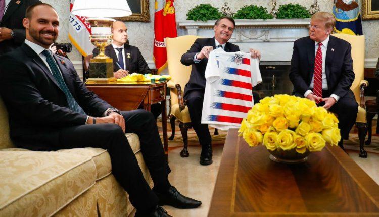 Indicação de Eduardo Bolsonaro a embaixada abre guerra de pareceres no Senado