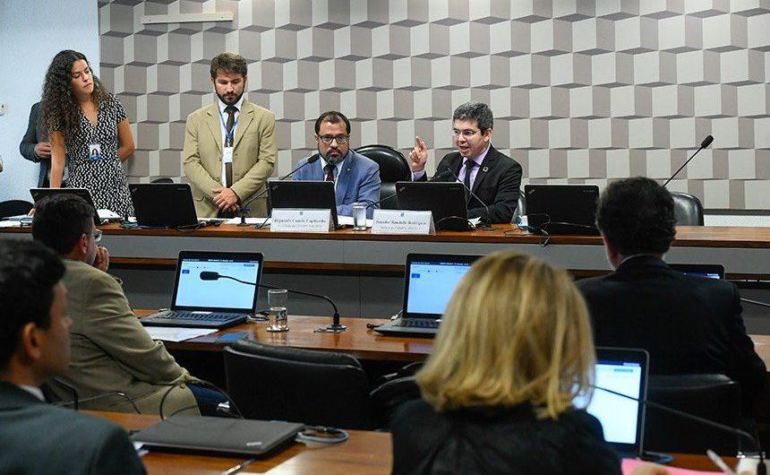 Comissão mista analisa relatório sobre MP do 13° do Bolsa Família