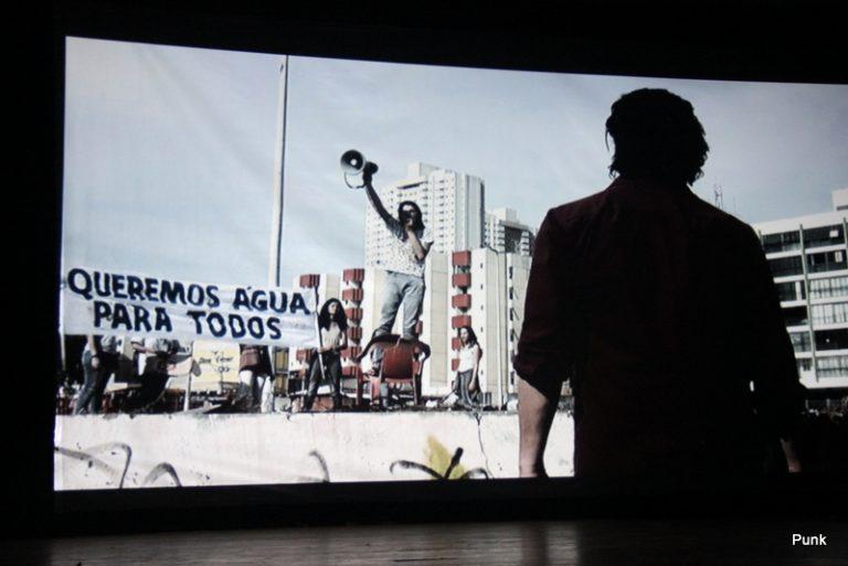 manifestação de acesso a agua no filme extinçao