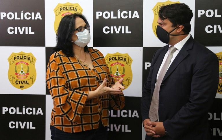 Ministra Damares parabeniza ações de combate à pedofilia em visita à delegacia do DF