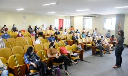 Representantes do Iges são treinados para aplicação de vacinas