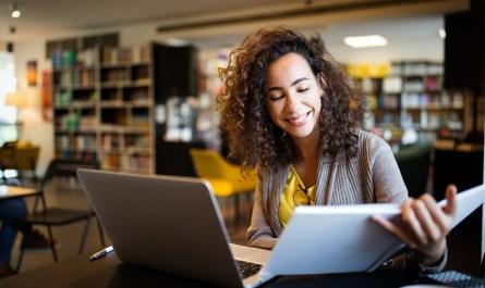Programa oferece cinco mil bolsas de estudo para curso de Inglês on-line