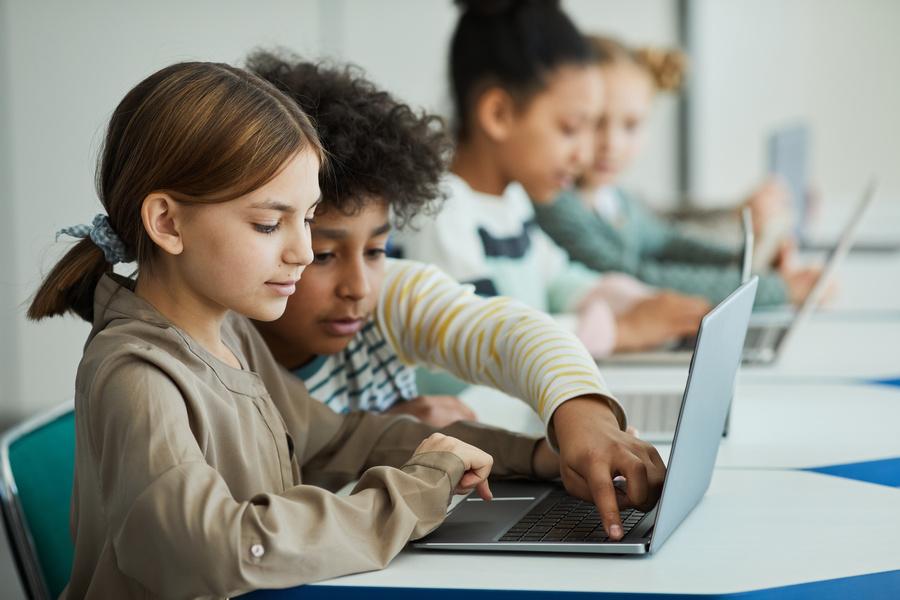 Podcast debate educação com aprendizagem colaborativa nas salas de aula