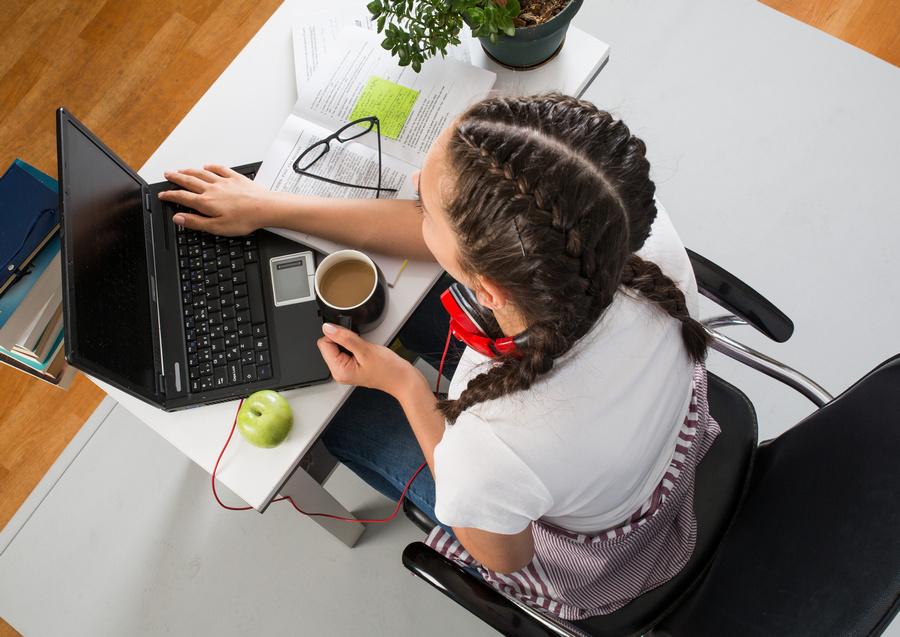 Projeto da USP oferta curso gratuito de programação voltado para mulheres