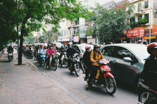 Mopeds auf dem Bürgersteig
