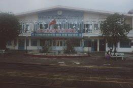Bahnhof irgendwo in Vietnam am frühen Morgen