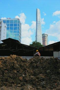 Wolkenkratzer und Baustellen
