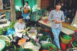 Frauen verkaufen Gemüse auf dem Markt