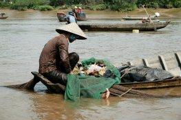 Fischer hat nur Müll in seinen Netzen