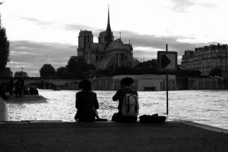 Notre Dame in der Dämmerung