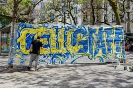 Graffiti-Künstler arbeitet mit Folie