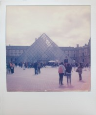 Louvre auf Impossible SX-70 Color
