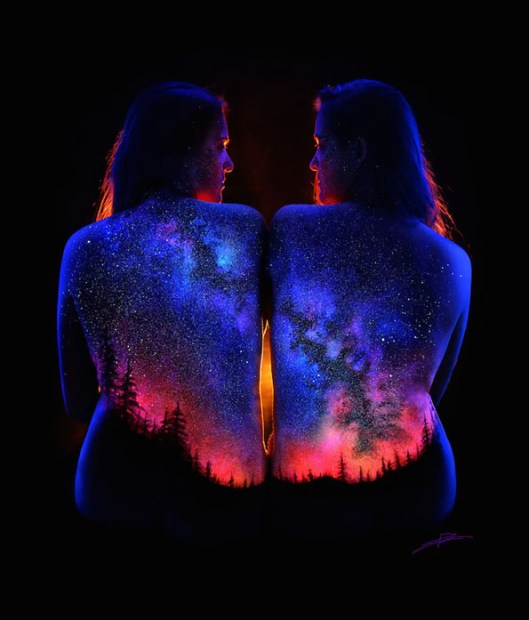 body-paint-art-black-light-1