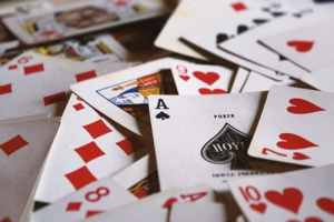 Comment jouer à la belote en ligne