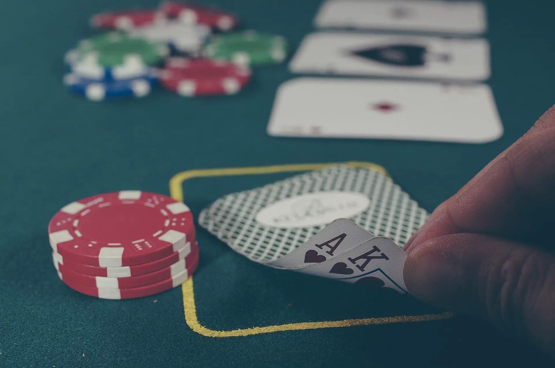 Jouez à la belote en ligne sans inscription!