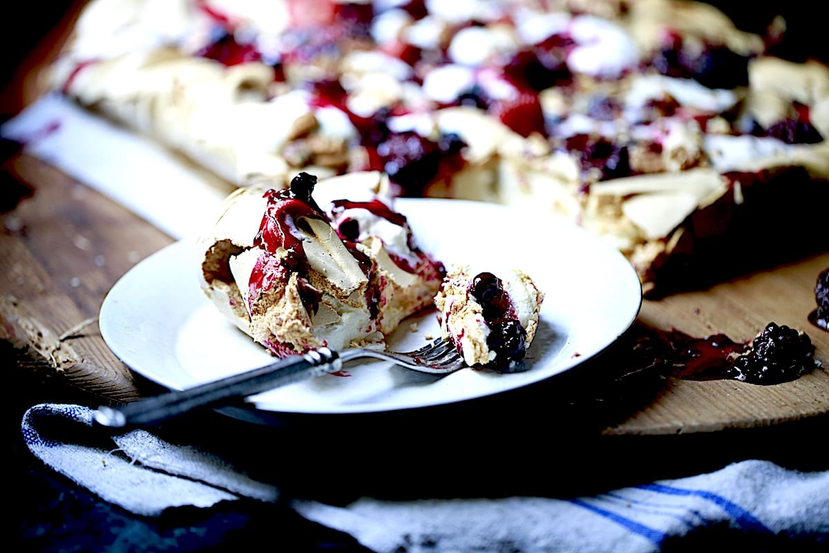 Gorgeous Meringue with Cream and Berries is luscious, velvety, and crunchy at all once!