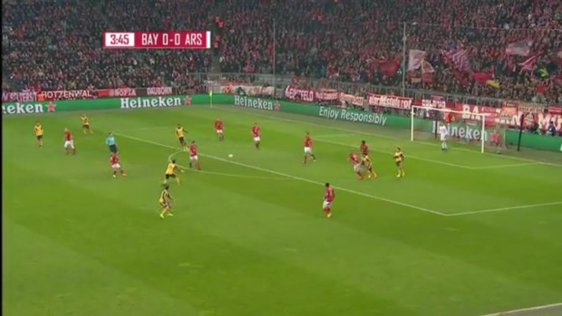 Arsenal's disorientated 1 man counterpress (Coquelin) results in a Bayern Munich counter-attack