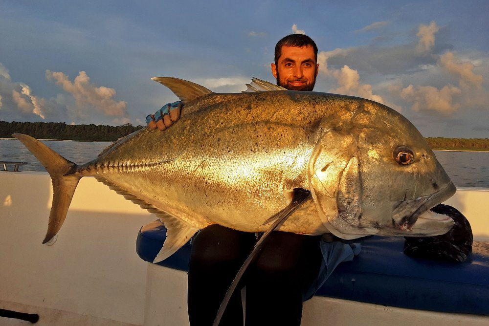 no-10_giant-trevally_fishing_popping_andaman_shimano-stella_gamefishingasia_boat_big-fish_41kg
