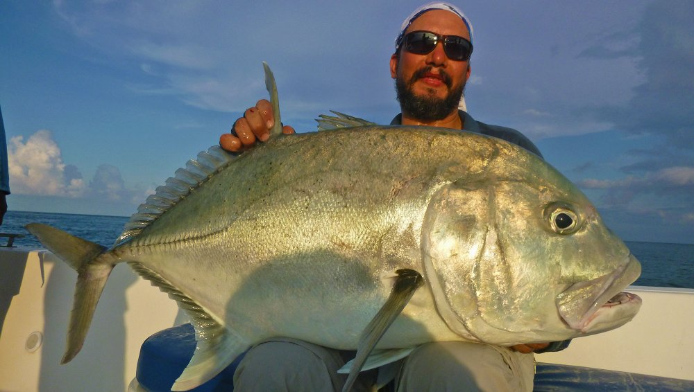 no-2_giant-trevally_fishing_popping_andaman_shimano-stella_gamefishingasia_boat_big-fish_20kg