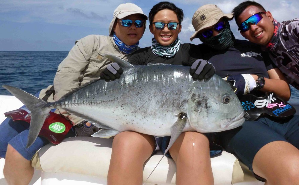 giant-trevally_popping_andaman_family-fun